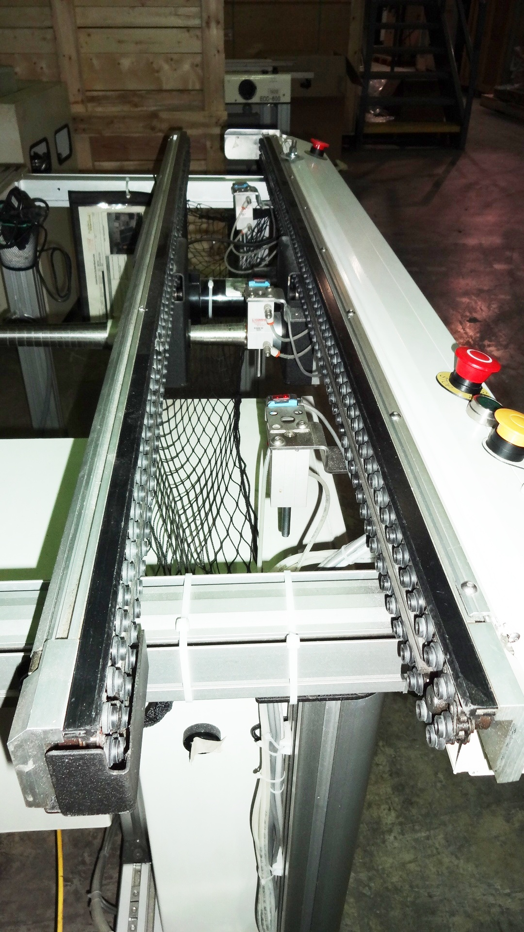 Almost new CROWN SIMPLIMATIC 8160 CIMTRAK CONVEYORS